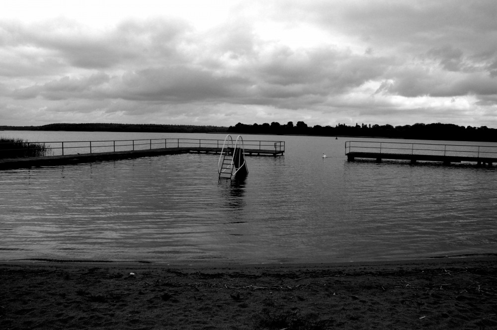 photoblog image another B&W of Lake